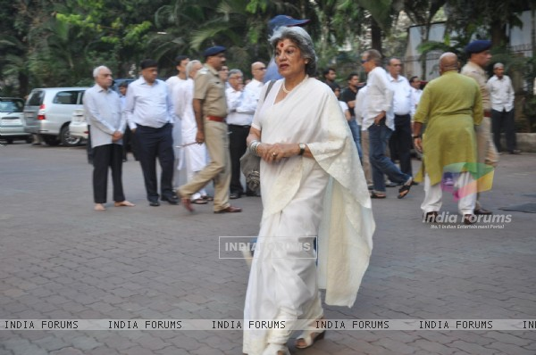 Dolly Thakore was seen at Farooq Shaikh's Condolence Meeting