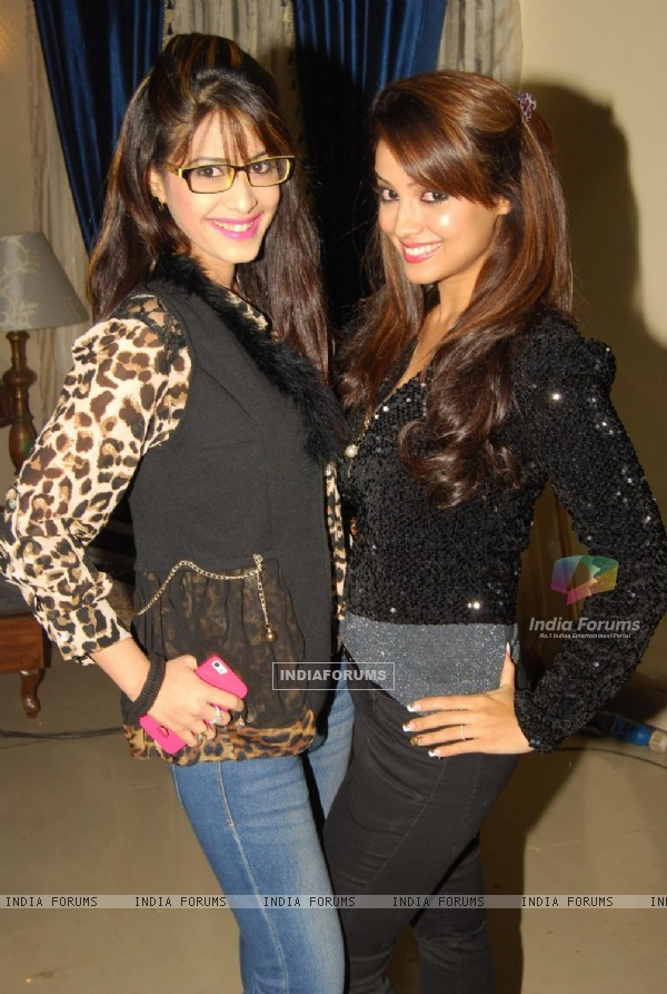 Dimple Jhangiani and Adaa Khan at the get together for Aur Pyar Ho Gaya