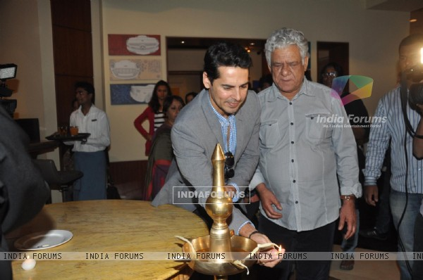 Om Puri and Dino Morea inaugrates Prateek Sharma's art show
