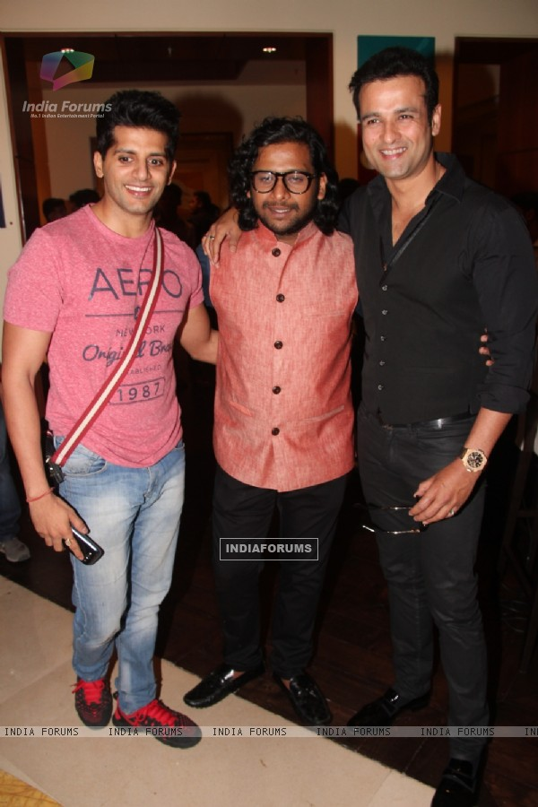 Karanvir Bohra and Rohit Roy during Prateek Sharma's art show