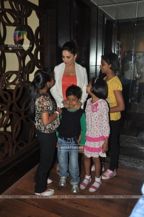 Madhuri Dixit with her fans during Dedh Ishqiya Promotions