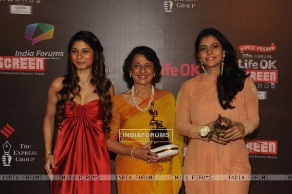 Tanisha Mukherjee, Tanuja and Kajol were at the 20th Annual Life OK Screen Awards