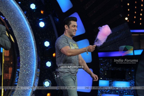 Salman Khan promotes Jai Ho on Dance India Dance