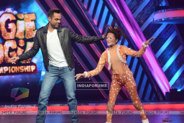 Abhay Deol performs on Boogie Woogie