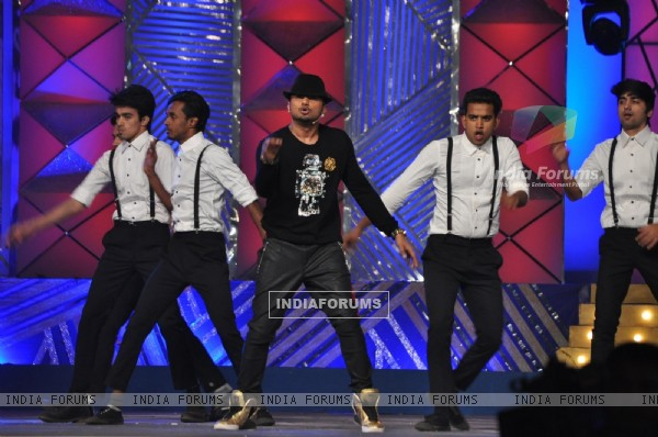 Honey Singh performs at Umang 2014