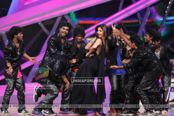 Shilpa Shetty performs On Nach Baliye 6