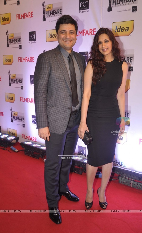 Goldie Behl and Sonali Bendre were at the 59th Idea Filmfare Awards 2013