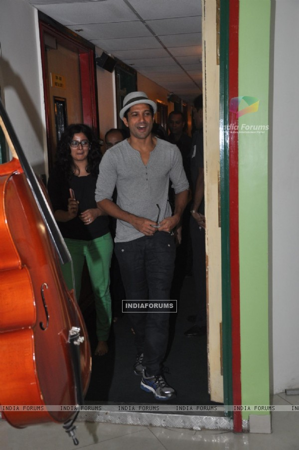 Farhan Akhtar arrives for 'Shaadi ke Side Effects' Promotions