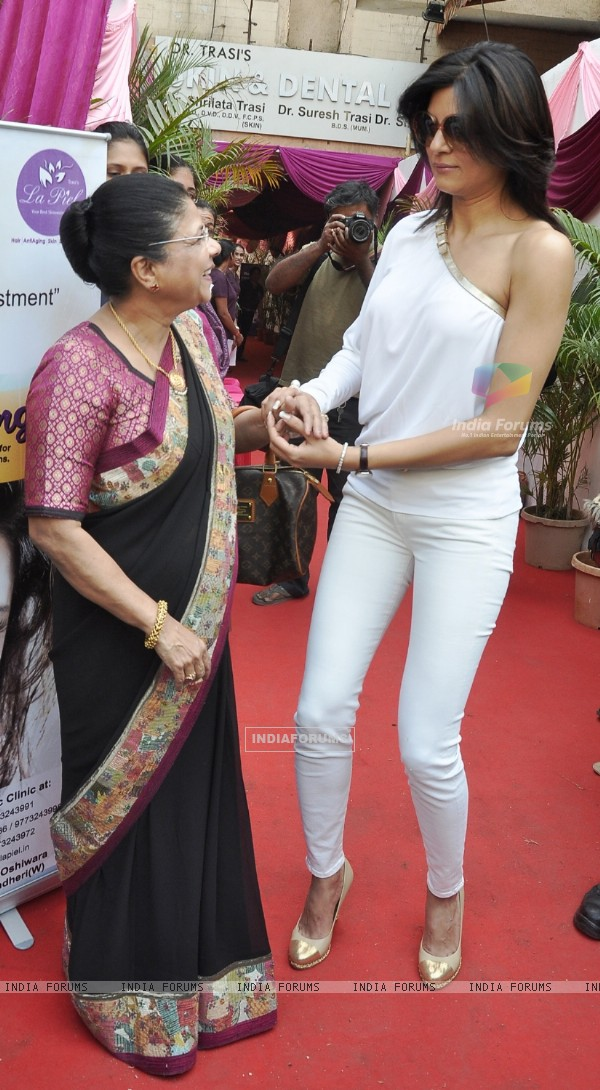 Sushmita Sen was at the launch of the clinic La Piel
