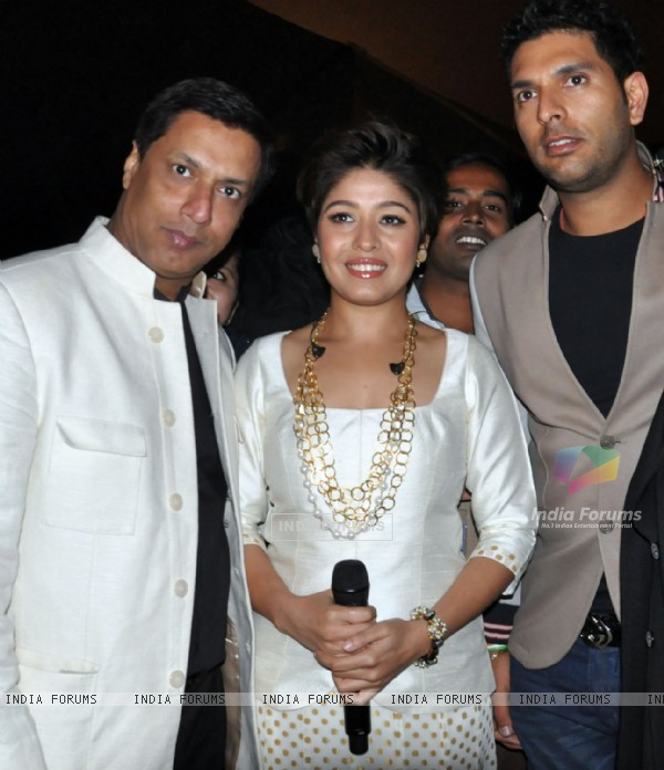 Madhur Bhandarkar, Sunidhi Chauhan and Yuvraj Singh at the event
