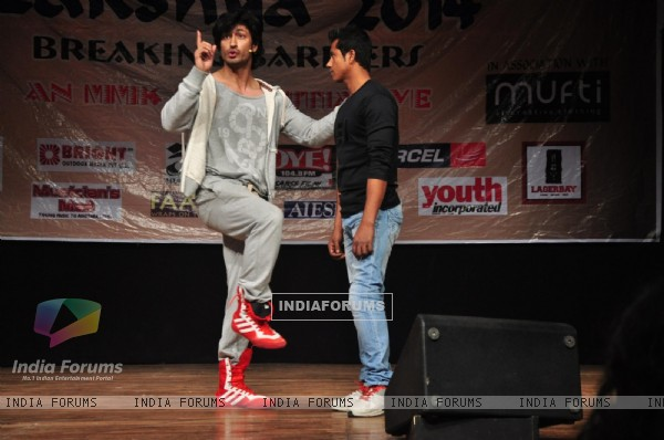 Vidyut Jamwal Teachs Self Defence