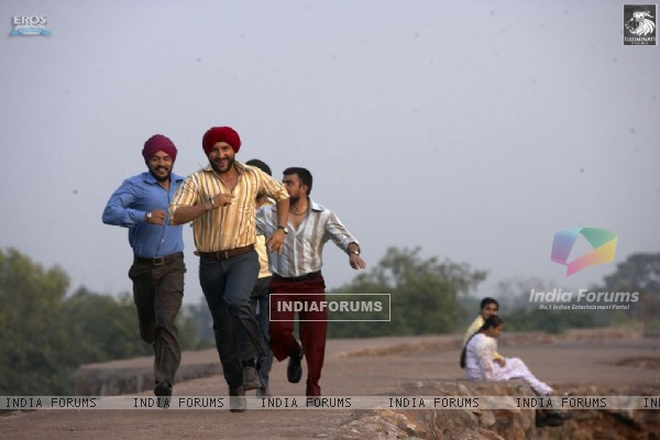 Saif Ali Khan running with his friends