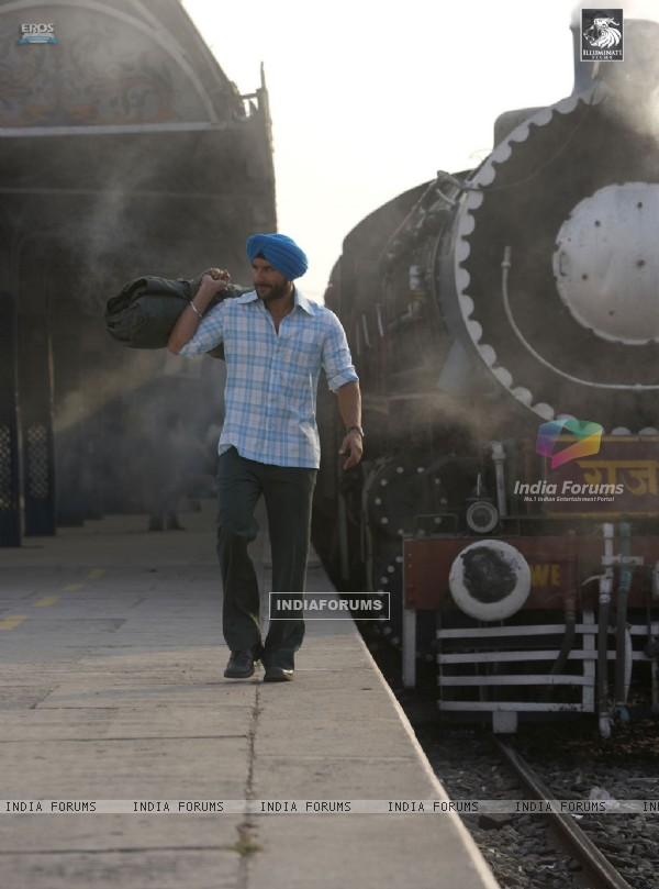 Saif Ali Khan standing on a station (31359)
