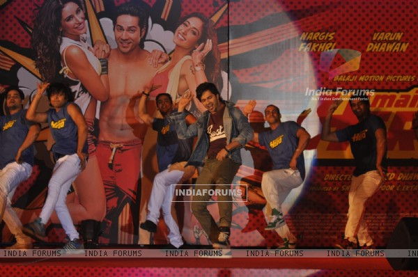 Varun Dhawan performs at the Music Launch of Main Tera Hero