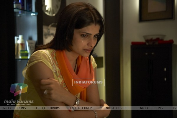Prachi Desai crying in Life Partner movie