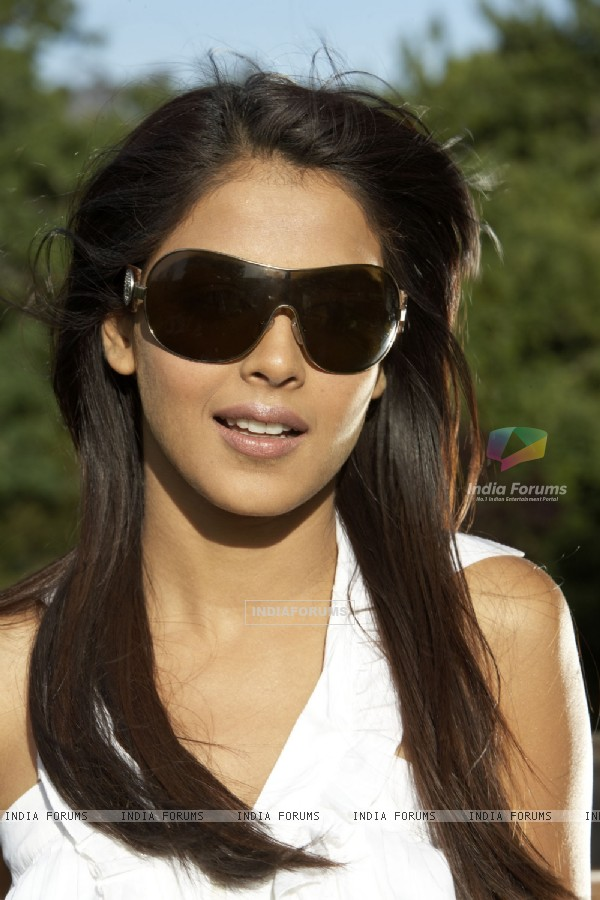 Genelia Dsouza looking marvellous