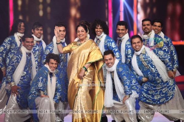 Kirron Kher performs at the Grand Finale of India's Got Talent