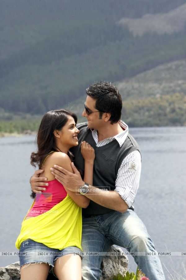Romantic scene of Fardeen and Genelia Dsouza