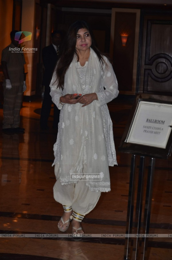 Alka Yagnik was at Sanjeev(Bobby) Chawla's Prayer Meet