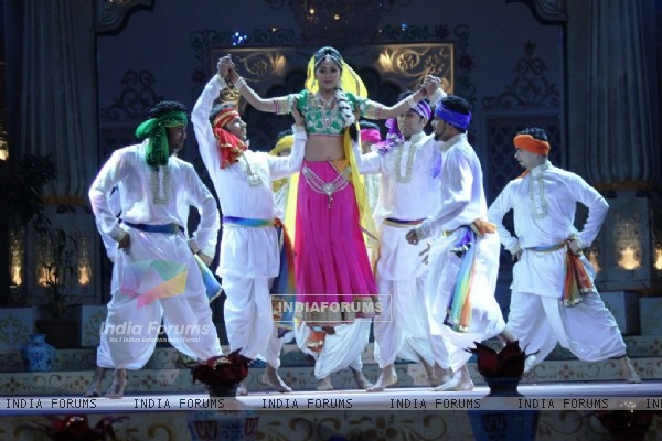 Kanchi Singh performs on Zee TV Holi Mahotsav