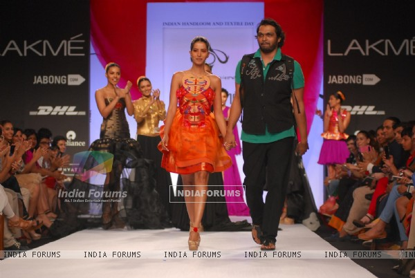 Swapnil Shinde with his creations on Lakme Fashion Week Summer Resort 2014 Day 4