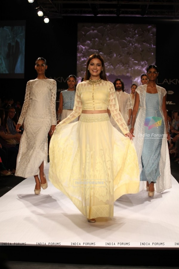 Dia Mirza in Anita Dongre's creation at Lakme Fashion Week Summer Resort 2014 Day 4