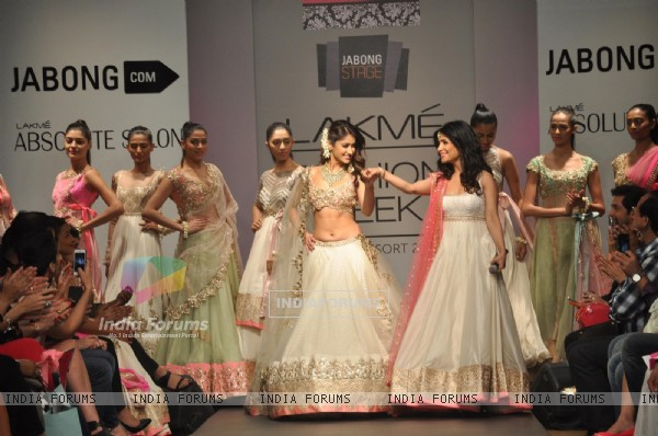 Shibani Kashyap and Ileana D'cruz at Anushree Reddy's show at Lakme Fashion Week Summer Resort 2014