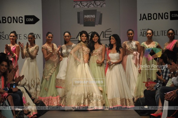 Shibani Kashyap and Ileana D'cruz with Anushree Reddy at Lakme Fashion Week Summer Resort