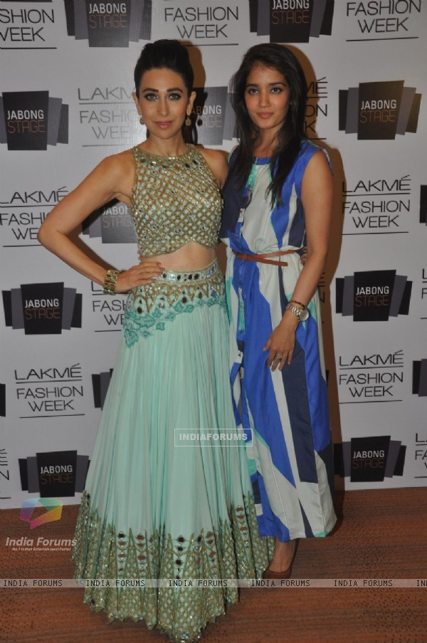 Karisma Kapur with Arpita Mehta at Lakme Fashion Week Summer Resort 2014
