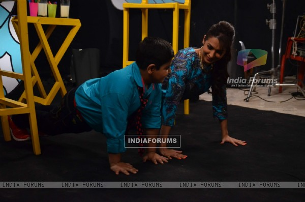 Sadhil and Malaika Arora Khan do some push ups on Captain Tiao