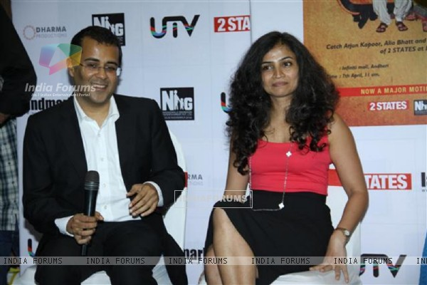 Cheta Bhagat with his wife at the New Cover launch of the book '2states'