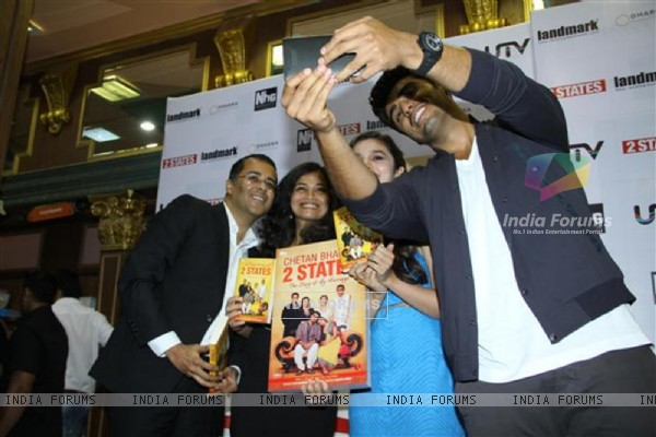 A selfie moment at the New Cover launch of the book '2states'