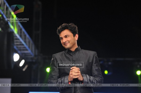 Vikas Khanna at the charity fashion show 'Ramp for Champs'