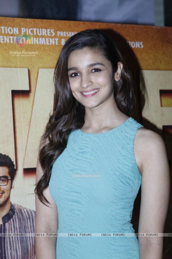 Alia Bhatt promotes 2 States at a movie theatre