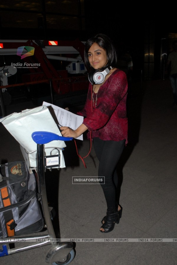 Monali Thakur was at Mumbai airport leaving to attend IIFA