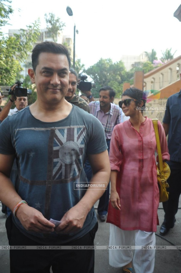 Aamir Khan and Kiran Rao arrives to vote at polling station in Mumbai