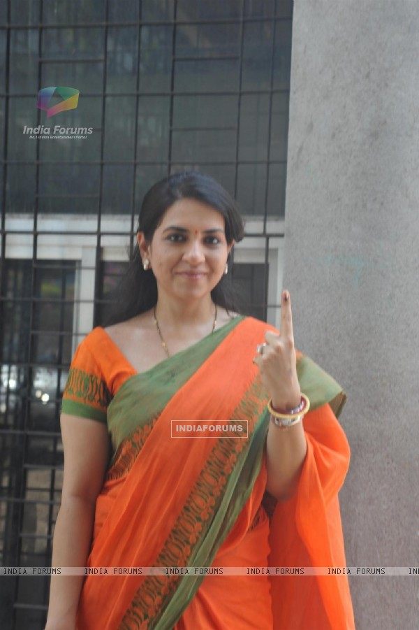 Shaina N.C casts her vote at polling station in Mumbai