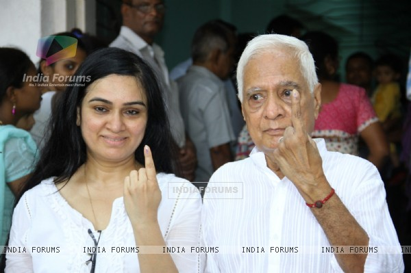 Padmini Kohlapure casts her vote at a polling station in Mumbai