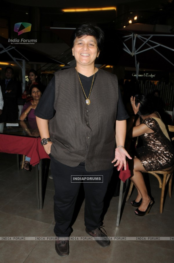 Falguni Pathak at the Launch of Signature Collection of Earth 21