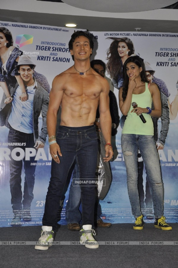 Tiger Shroff shows off his six packs at the Promotion of Heropanti on World Dance Day
