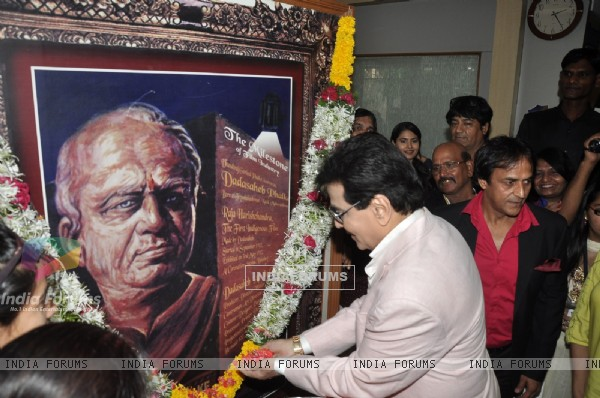 Jeetendra pays his respect at the Dada Sahib Phalke Awards