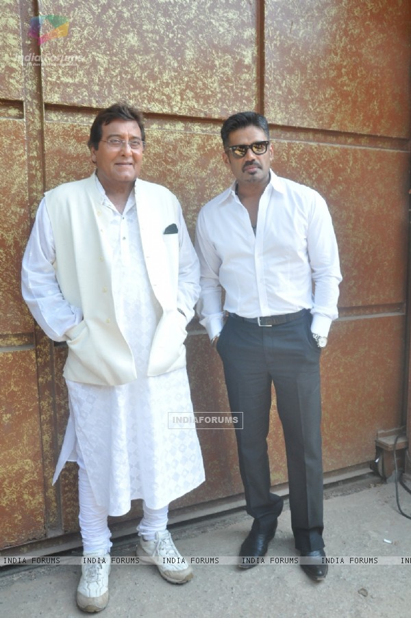 Vinod Khanna and Suniel Shetty were at the Press conference of Koyelaanchal