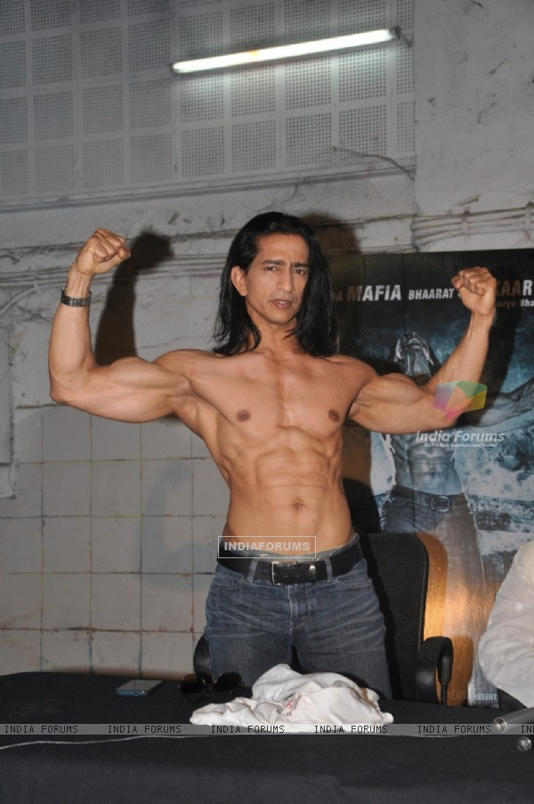 Vipinno shows off his body at the Press conference of Koyelaanchal