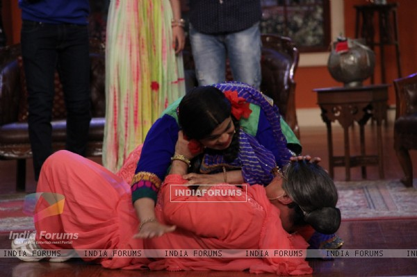 Palak and Dadi in a fight on Comedy Nights with Kapil