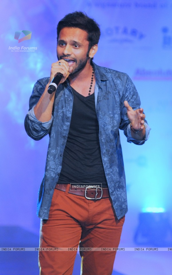 Rahul Vaidya performs at Tassel Fashion & Lifestyle Awards 2014
