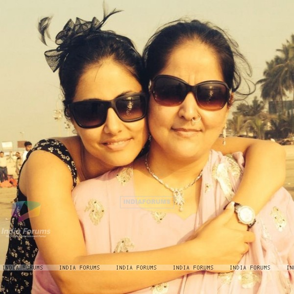Hina Khan with her Mom