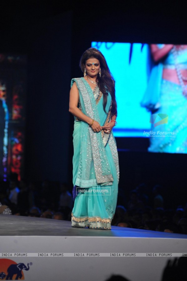 Sheeba walks the ramp at the 'Caring with Style' fashion show at NSCI
