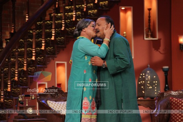 Dadi gives Alok Nath a jadoo ki pappi on Comedy Nights With Kapil