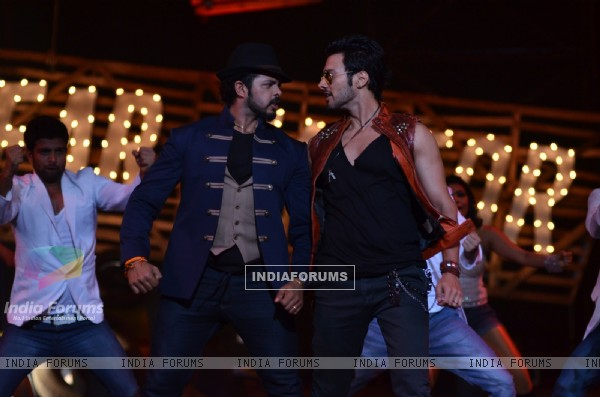 Rajineesh Duggal performs with Sreesanth on Khatron Ke Khiladi Grand Finale