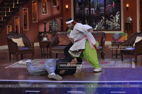 Akshay defeated by Palak on Comedy Nights With Kapil